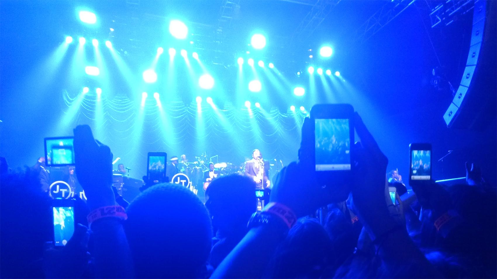 camera phone concert