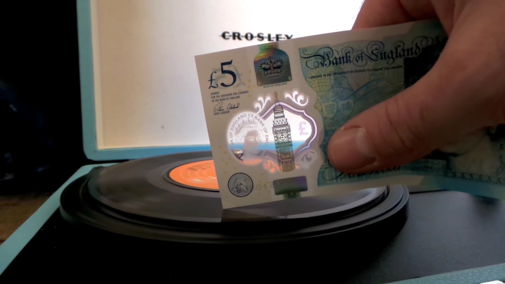 Play Vinyl Records Using Britain S New Plastic Money